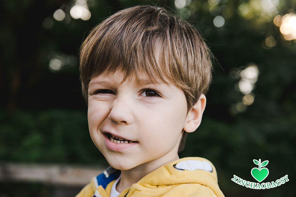 """""""Bật mí"""" nguyên nhân gây rối loạn tic ở trẻ: Cha mẹ chớ nên chủ quan!"""